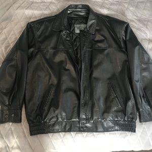 Men's bomber style black leather jacket